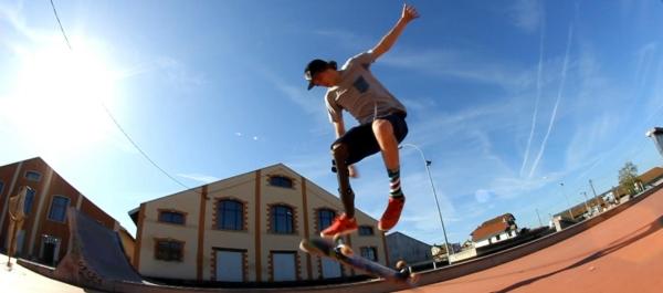 Clèment, lo skater che vola sulla tavola e fa impazzire il web